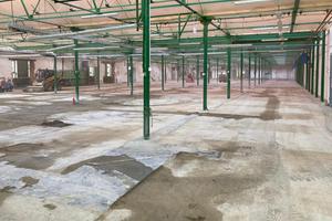 In den Fabrikhallen waren die Böden stark sanierungsbedürftig. Es war wichtig, eine robuste und dauerhafte Lösung zu finden