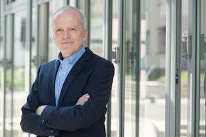 Bernhard Arenz, Leiter der Hauptabteilung Prävention der BGBau, setzt beim Thema Hautkrebs auf Information und Prävention.