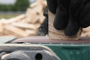 """Für den Fußboden der Ende vergangenen Jahres in Meckenheim fertiggestellten """"workbox"""" verwendete man das geschliffene Hirnholz des Blauglockenbaums sogar als Parkett"""