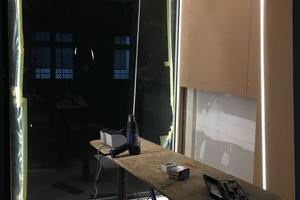 """Rechts: Die sechs Boxen entstanden mithilfe des """"RigiRaum Systems"""" von Rigips"""