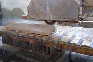 Herstellung von Werkstücken für die profilierten Lisenen bei der Firma Lauster in Stuttgart
