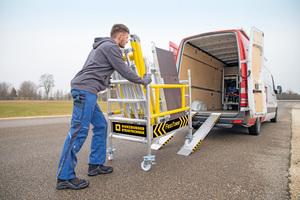 """Aus wenigen Einzelteilen des """"FlexxTowers"""" kann werkzeuglos ein Transportwagen gebaut werden. So lässt sich das Ein-Personen-Gerüst auch in vielen Nutzfahrzeugen transportieren"""