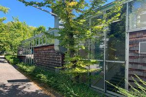 Die Louis Lepoix Berufsschule in Baden-Baden entspricht zwar nicht mehr den aktuellen Anforderungen an ein modernes Schulgebäude, ist aufgrund seiner Architektur jedoch unbedingt erhaltenswert.