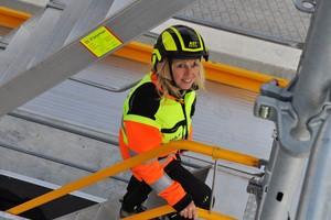 Die Sicherheits- und Gesundheitskoordinatorin bei der AST GmbH, Christine Musati, fühlt sich auf Baustellen heimisch.