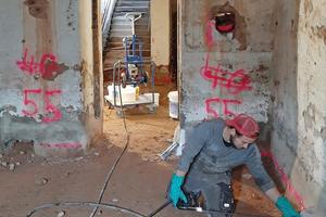 Die alten Klostermauern werden von innen sicher gegen aufsteigende Feuchtigkeit abgedichtet