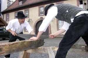 """Das Arbeiten mit Holz gehört zum Lehrgang """"Restaurator im Handwerk."""""""