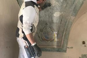 Das Restaurieren von historischen Wandmalereien ist eine der Aufgaben, der sich die Maler-Azubis bei der Instandsetzung der Kirche widmen werden.