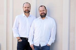Johannes Lensges (Chief Sales Officer, rechts) und Richard Liehmann (Chief Executive Officer) vernetzen Baubetriebe, Händler und Hersteller.
