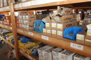 Das Schraubenlager der Dachdeckerei Berheide + Kozlik in Harsewinkel ist noch gut gefüllt