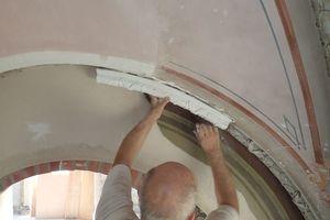 … und an den Graten der Gewölbedecken befestigt