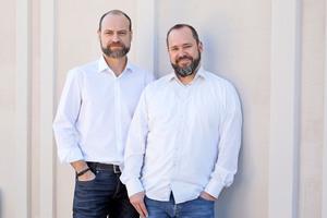 Johannes Lensges (Chief Sales Officer, rechts) und Richard Liehmann (Chief Executive Officer) vernetzen Baubetriebe, Händler und Hersteller