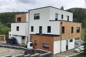 Mit Planung und Bau des Reihenhauses in Unterfranken hat die Zimmerei Keller einen modernen und wohngesunden Lebensraum für drei Parteien geschaffen