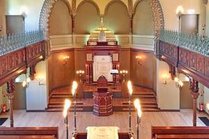 Blick von der Frauenempore aus in den Gebetsraum der Synagoge