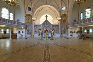 Die neu gestaltete und freskal bemalte Trennwand zur Sakristei in der Hamburger Kirche des Hl. Johannes von Kronstadt