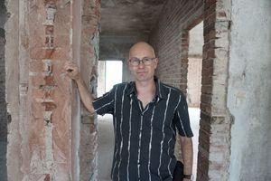 Thomas Wieckhorst, Chefredakteur der bauhandwerk, auf einer Baustelle in Melle<br />Kontakt: 05241/801040, thomas.wieckhorst@<br />bauverlag.de