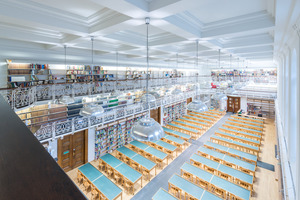 """Für die Beschichtung der Wände und Decken im historischen Lesesaal der Hauptbibliothek kam die Sol-Silikatfarbe """"Kalisil 1909"""" zum Einsatz"""