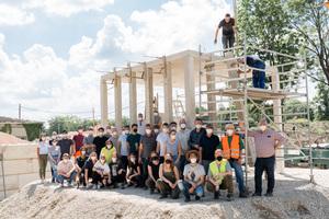 Studierende der Architektur und des Bauingenieurwesens bauen einen Muster-Pavillon aus Recyclingbeton.