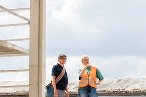 Prof. Dr. Andrea Kustermann und weitere HM-Kollegen initiierten den Bau des Musterpavillons aus Recyclingbeton durch die HM-Studierenden.