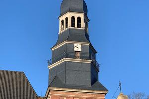 Der Turm der denkmalgeschützten Liebfrauenkirche im nord-rheinwestfälischen Bocholt wurde komplett instandgesetzt