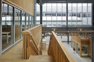 Blick von einer der Seitenhallen auf die mittlere Halle des Gare Maritime