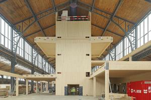 """Diese """"Holzkerne"""" übernehmen die Aussteifung der Gesamtkonstruktion. Zehn davon befinden sich in den Bahnhofshallen. Im Inneren befinden sich das Treppenhaus, der Liftschacht und Technikräume"""