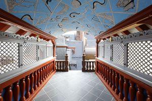 """Das """"Belvederchen"""" mit der modernen Deckenmalerei bietet einen angenehm luftigen Aufenthaltsort"""