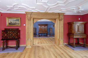 Das repräsentative Fachwerkhaus wurde einst im Jahr 1619 durch den niederländischen Zuckerbäcker und Gewürzhändler Abraham van Hamel im Renaissance-Stil errichtet