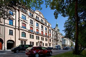 Das historische Gebäude in zentraler Lage in München wurde originalgetreu saniert und bietet heute modernen Komfort zum Wohnen und Arbeiten