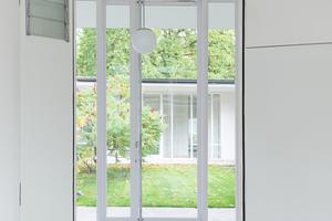 Das Saint-Gobain Glassolutions Objekt-Center in Radeburg hat die Glasfassadenelemente unter Verwendung des hoch effizienten Warme Kante-Abstandhalters von Swisspacer passgenau hergestellt<br />