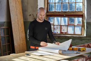 Das norwegische Unternehmen Helly Hansen ist eines der wenigen Unternehmen, das mit LIFA Active Crewneck und HH Lifa Active T-Shirt leichtgewichtige Basics mit Lichtschutzfaktor (50) anbietet