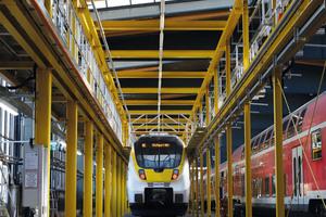 Auch für ihre individuellen Sonderkonstruktionen – hier ein Dacharbeitstand für die Zugwartung – ist die Munk Group mit ihrer Marke Munk Günzburger Steigtechnik bekannt.
