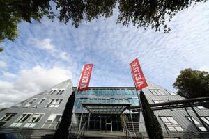 Dachfensterhersteller Velux baut die Serviceleistungen für Handwerksbetriebe mit neuen digitalen Angeboten weiter aus.
