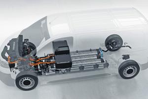 Brennstoffzelle, Wasserstofftanks und Batterie sind so platzsparend untergebracht, dass der Transporter gegenüber herkömmlichen Antriebstechnologien keine Kompromisse beim Raumangebot macht