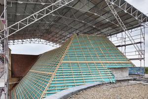 Die Dächer wurden nach historischem Vorbild mit auf offenem Feuer gebrannten Biberschwanzziegeln gedeckt