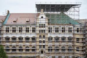 Einen bedeutenden Teil der Bauarbeiten nahm die denkmalgerechte Sanierung der Fassaden ein