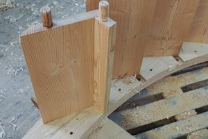 """Eine Schaufel besteht aus zwei Hölzern, die in einem bestimmten Winkel zueinanderstehen: Die """"Riegelschaufel"""" und die äußere """"Setzschaufel"""""""