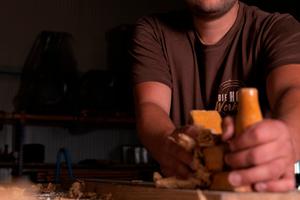 Hartmut Harbich absolvierte den staatlich geprüften Holztechniker und den Meister