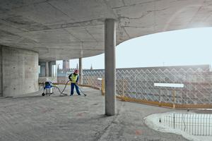 Auch im Außenbereich ist die Beseitigung von Staub wichtig. Viele Sicherheitssauger sind förderfähig durch die Berufsgenossenschaft der Bauwirtschaft (BG Bau)