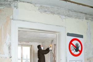 Besonders gesundheitsschädlich sind Stäube aus giftigen und krebserregenden Stoffen, wie das ehemals beliebte Dämmmaterial Asbest