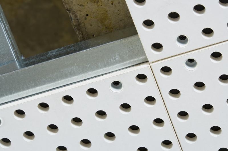 Akustikdecken spachtelfrei und schnell montiert bauhandwerk - Akustikplatten wand ...