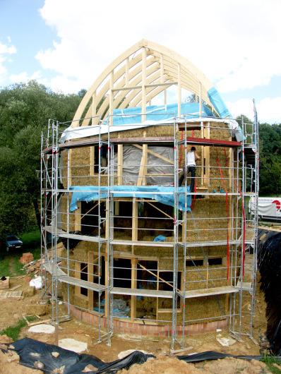 Aus Holz, Stroh Und Lehm Gebaut Nachhaltiger Neubau Eines  Zweifamilienhauses In Bad König