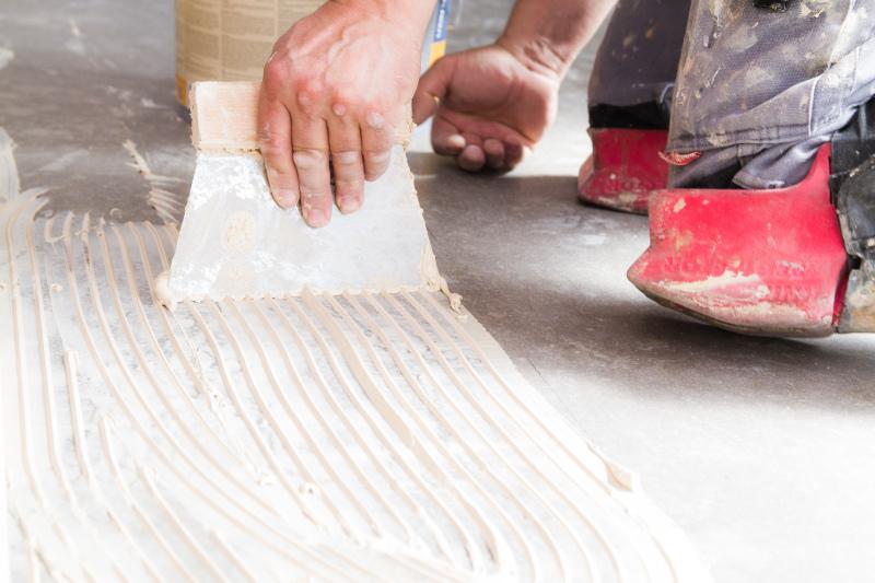 Fußboden Unterschiedliche Höhe ~ Maßgeschneiderte bodenrenovierung neuer fußboden für eine villa aus