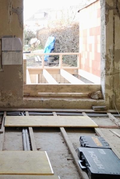 Das Ffnung Des Gartenfensters Wurde Vergrssert Um Einen Durchgang Zum Anbau Zu Schaffen Ausserdem