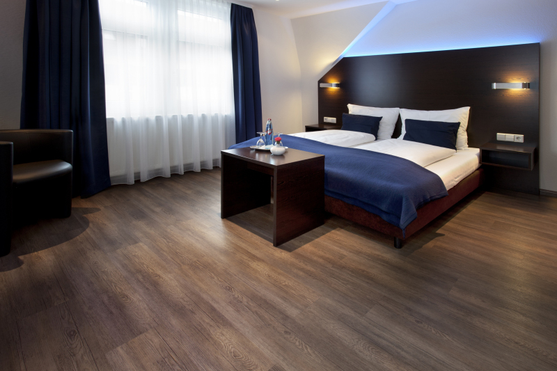 Fußboden In Holzoptik ~ Hotel mit fußboden in holzoptik bauhandwerk