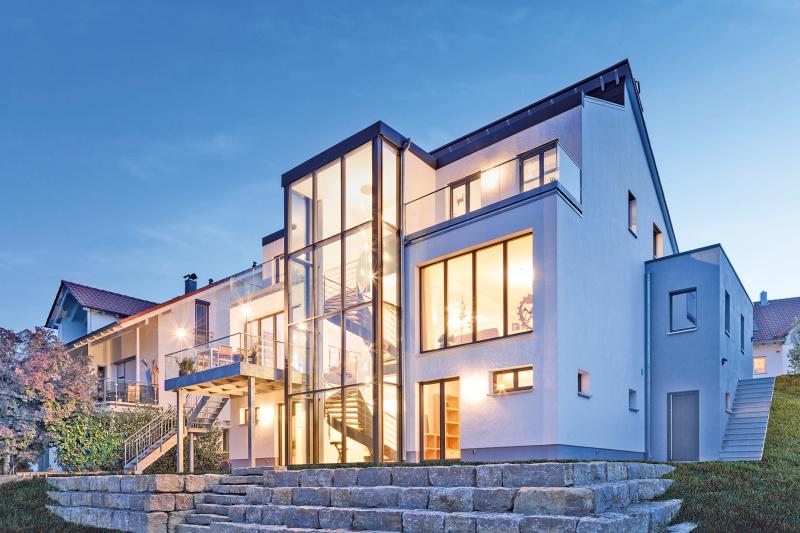 gl serner treppenhausturm f rs einfamilienhaus bauhandwerk. Black Bedroom Furniture Sets. Home Design Ideas
