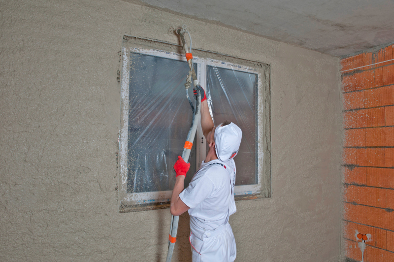 Feuchte Wände und Mauern sanieren - Bauhandwerk