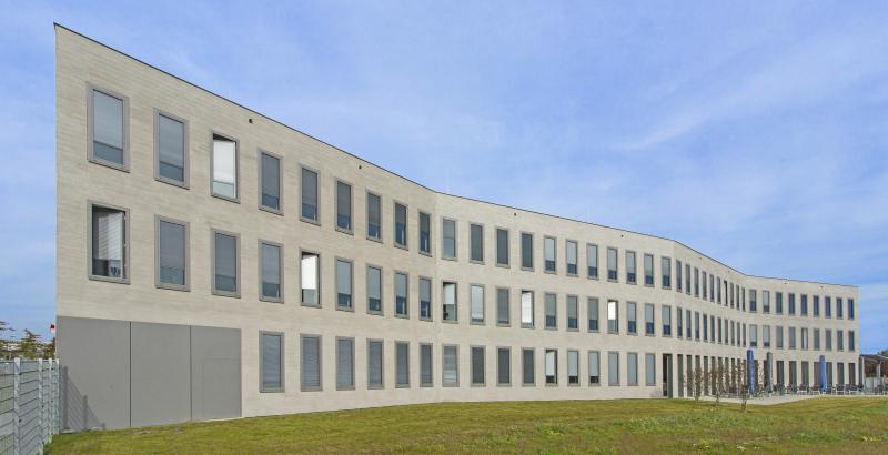 Moderne b roarchitektur mit besenstrich im putz bauhandwerk - Heupel architekten ...