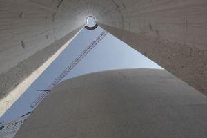 Die Minarette sind als offene Dreiviertelschalen allein typologisches Zeichen