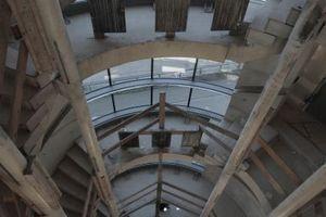 Das sind in die Höhe schraubende Treppenhaus im Verwaltungsriegel entlang der Fuchsstraße