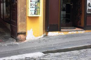 Feuchtegeschädigter Gebäudesockel Fotos: Remmers<br /><br />